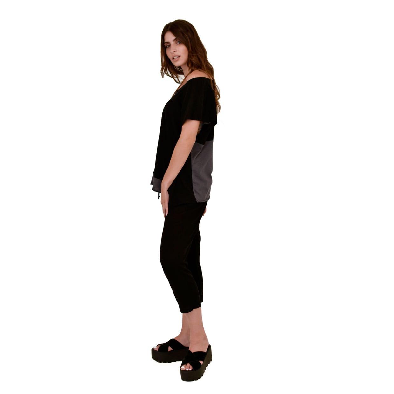 5c1457fbbf77 Βαμβακερή μαύρη μπλούζα με γκρι λεπτομέρειες - Γυναικεία Ρούχα ...