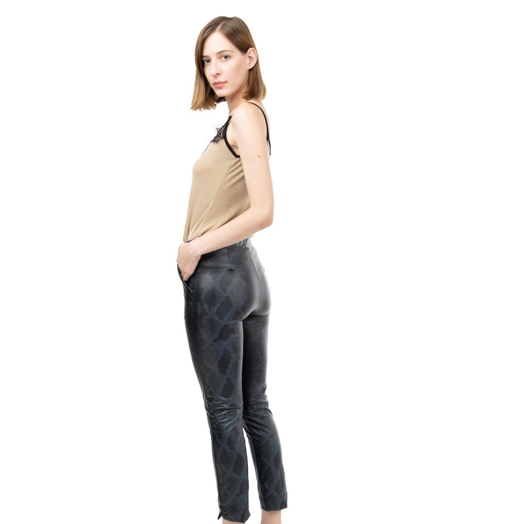 c0ab9ff7fd7c Εφαρμοστό παντελόνι σε animal print δερματίνη - Γυναικεία Ρούχα ...